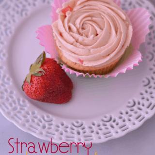 Strawberry Lemonade Cupcakes from Cosmopolitan Cornbread - Perfect for summer!