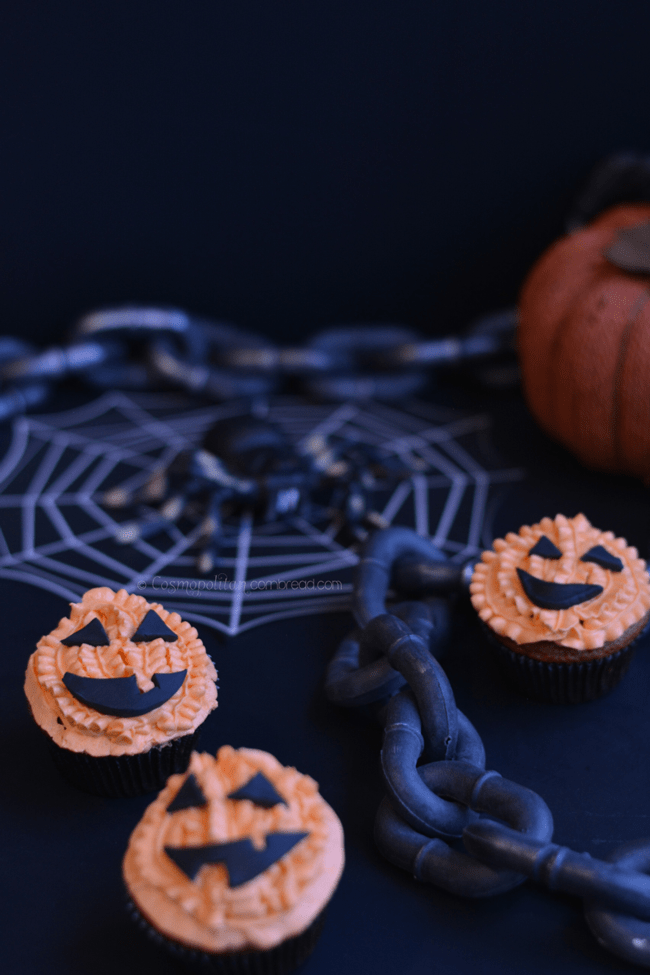 Jack o'Lantern Cupcakes | #SundaySupper