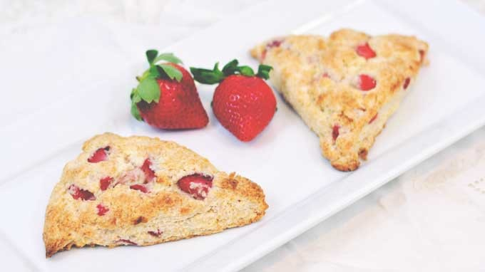 Sweetheart Strawberry Scones | #SundaySupper #FLStrawberry