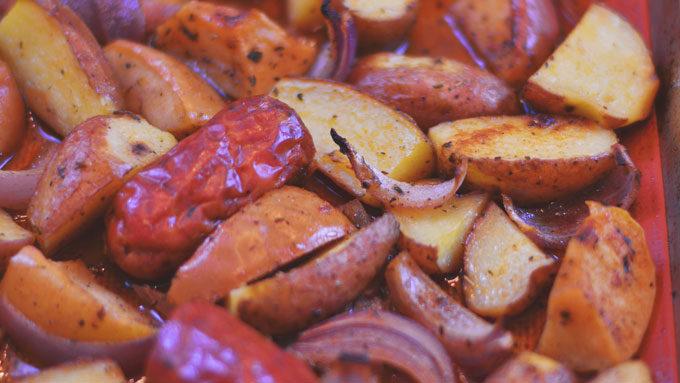 Cajun Taters & Sausage | #SundaySupper #GameDayIdahoPotatoes