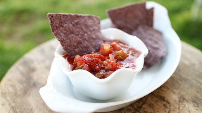 How to Make Homemade Salsa | #SundaySupper