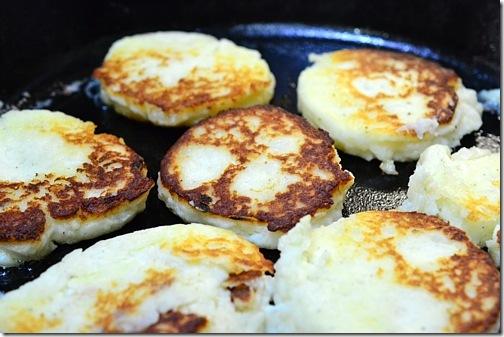 Kartoffelpuffer |German Potato Pancakes from Cosmopolitancornbread.com