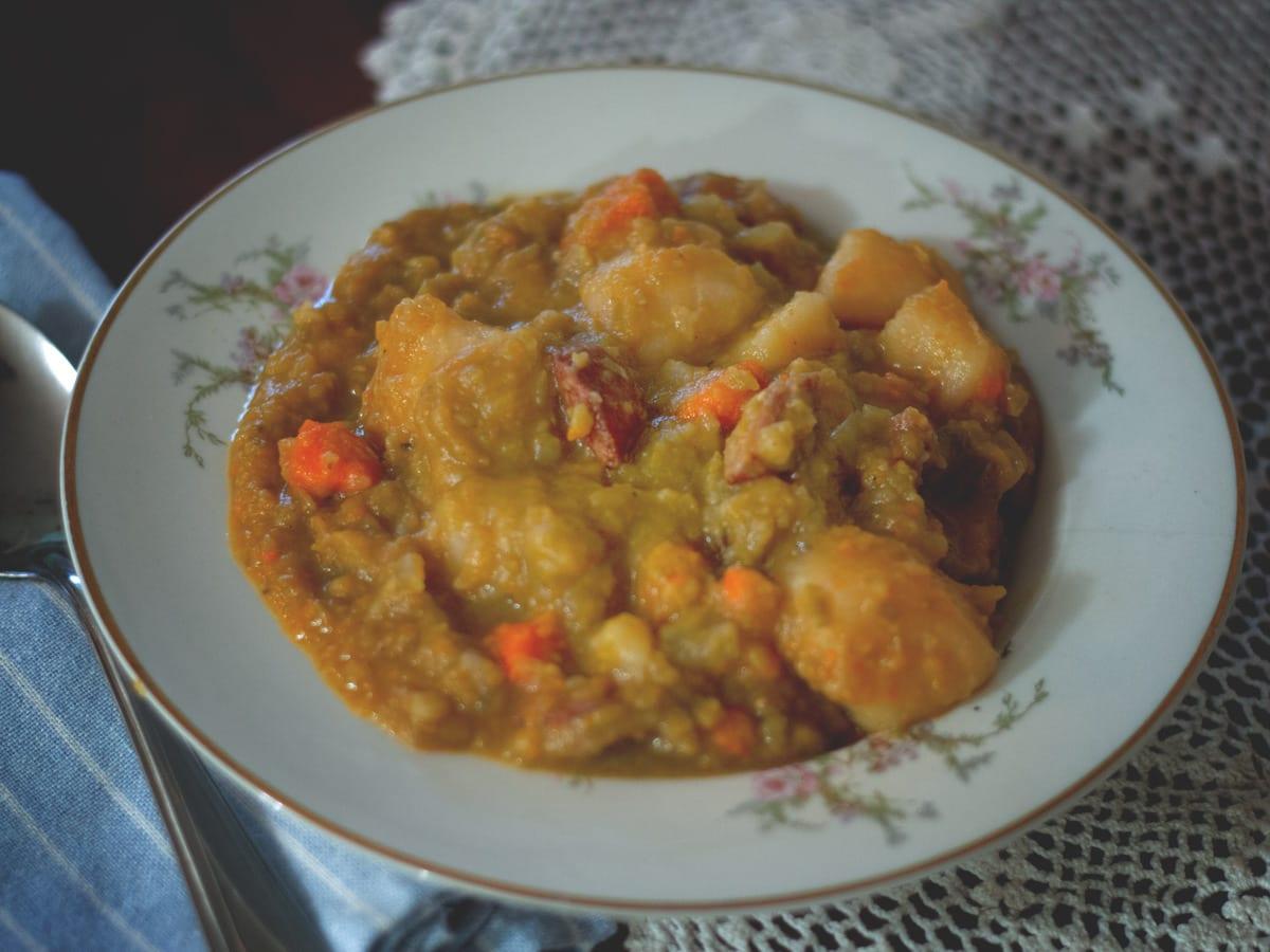 Easy Slow Cooker Kielbasa and Split Pea Soup