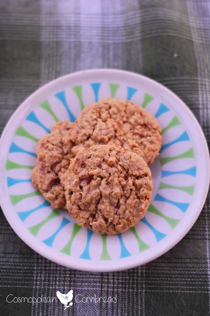 Candy Bar Oatmeal Cookies are a fantastic way to use up some of that holiday candy you have around the house! Get the recipe from Cosmopolitan Cornbread
