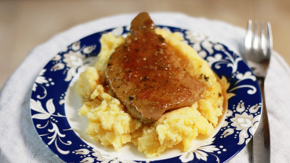 Pork Chops with Red Wine Sauce