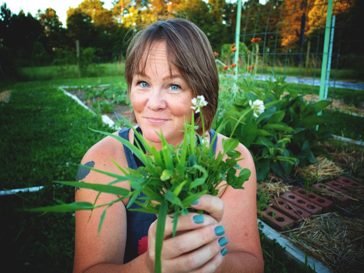 Feed Your Garden with... WEEDS?! Come hang out with me in the garden as I do a bit of maintenance and talk about straw mulch, weeds and more.
