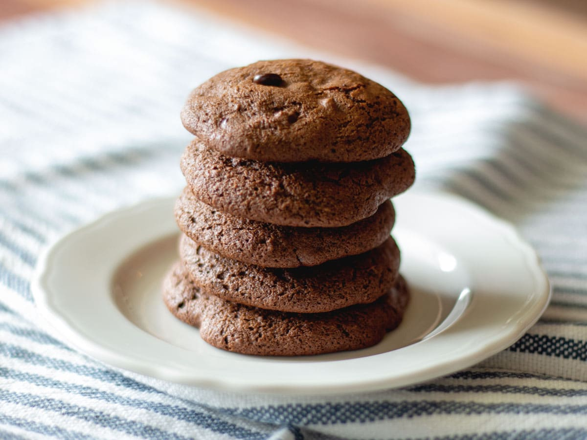 Chocolate Chip Espresso Cookies - Delicious soft cookies with a kick of espresso and chocolate chips. These healthier cookies are paleo-friendly and gluten-free.