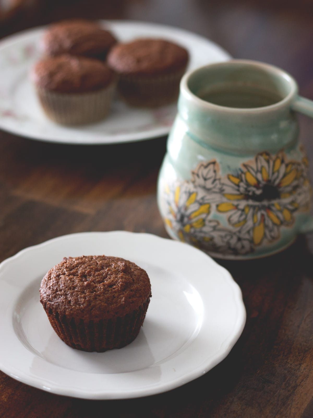 Healthy and Low-Carb Gingerbread Muffins - Delicious and warmly spiced muffins that your will love. Paleo-friendly
