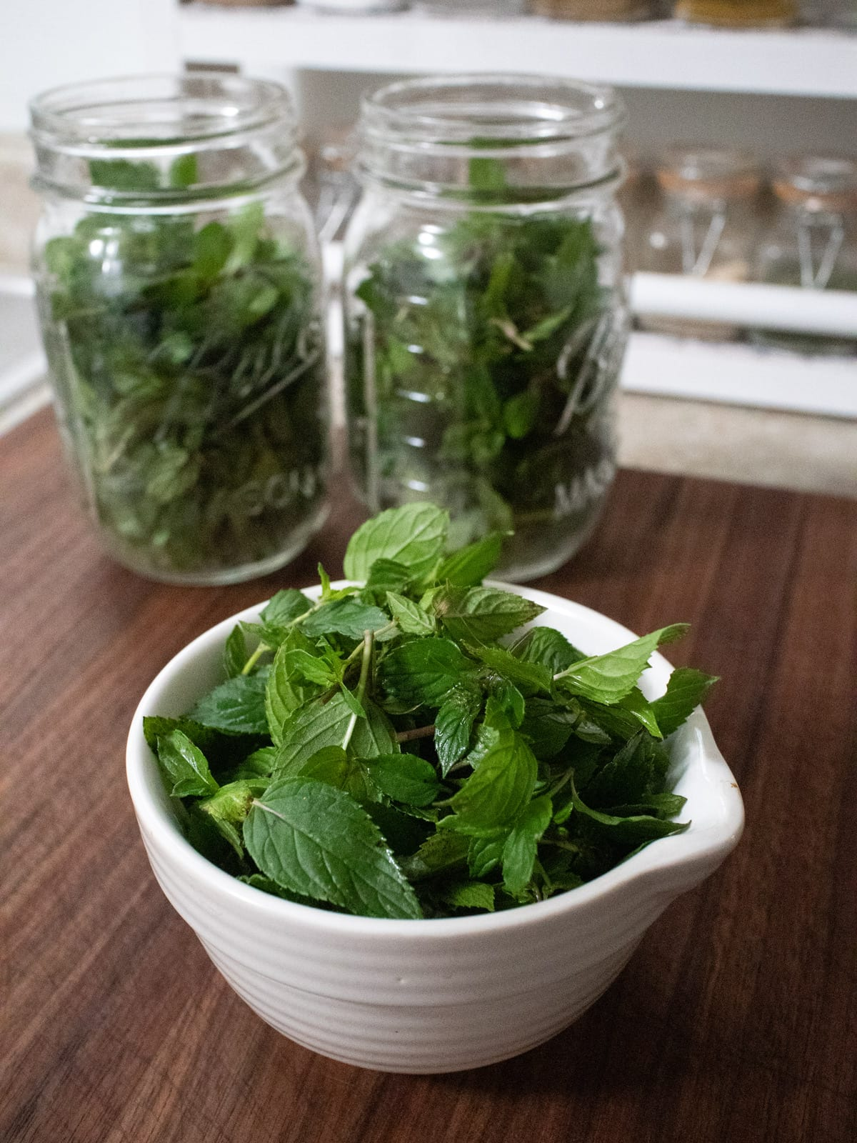 measuring the mint leaves